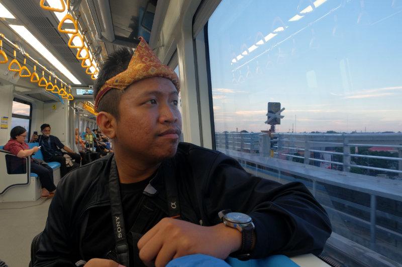 Pandu Aji lagi jalan-jalan ke Palembang
